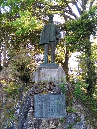 007 Obama Statue in Park
